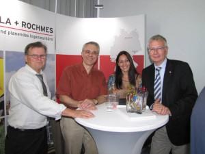 v.l.n.r: Walter Scherer (Geschäftsführer Wirtschaftsförderung Kaiserslautern), Michael Rochmes (Geschäftsführer P+R), Nicole Ehlhardt (Marketing P+R) und Oberbürgermeister Dr. Klaus Weichel (Stadt Kaiserslautern)